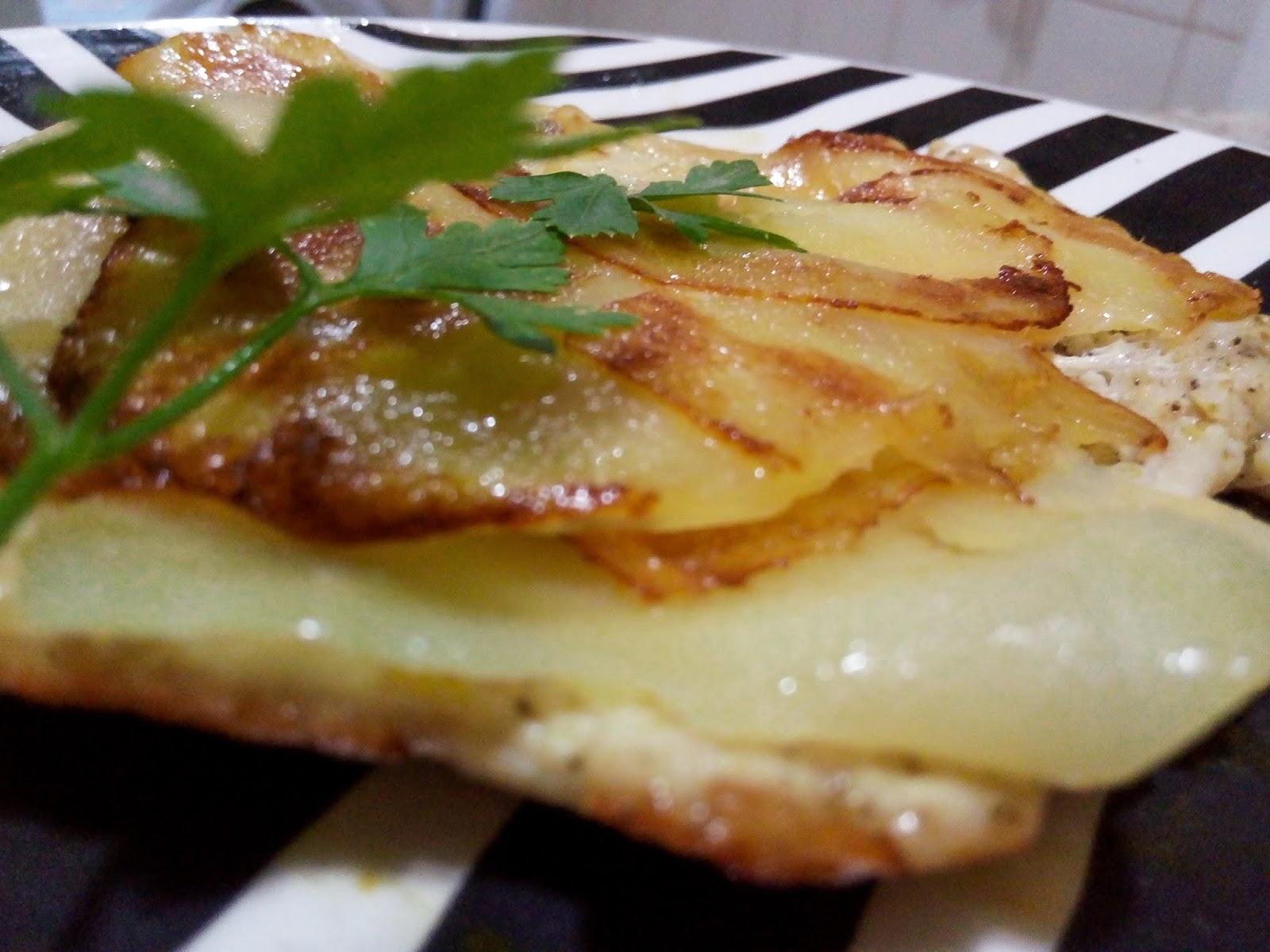 Frango com crosta de batatas