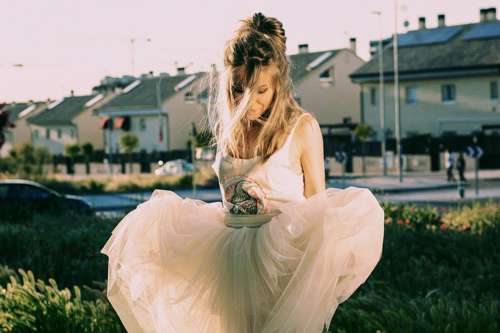 falda de tul midi crema