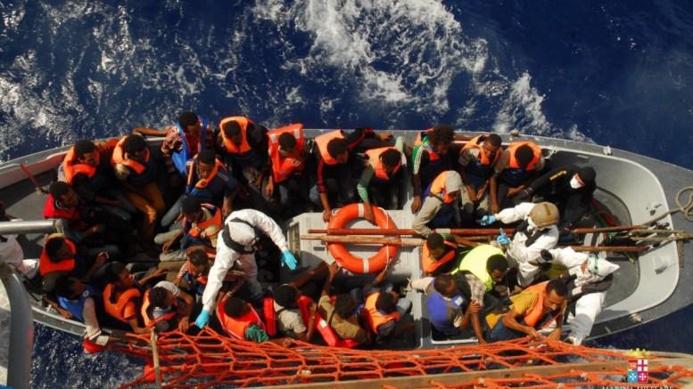 Τουλάχιστον 7.000 πρόσφυγες αναμένονται σήμερα σε ιταλικά λιμάνια: Βοήθεια από ΕΕ θέλει η Ρώμη