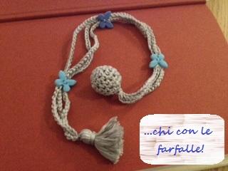 segnalibro blu ad uncinetto, blu con farfalle