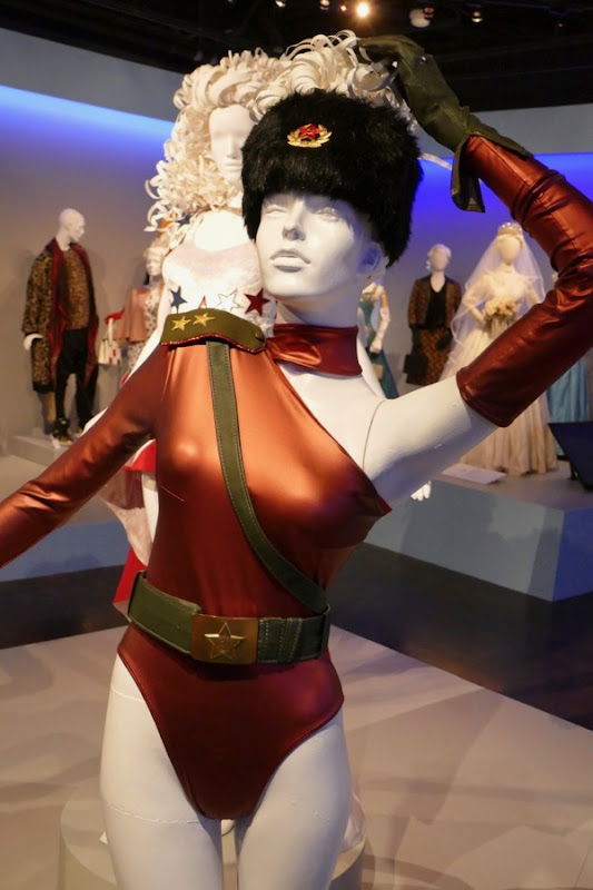 Alison Brie GLOW season 1 Zoya costume