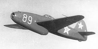 Uno Yak-15 Feather in volo. Identificativo 89.