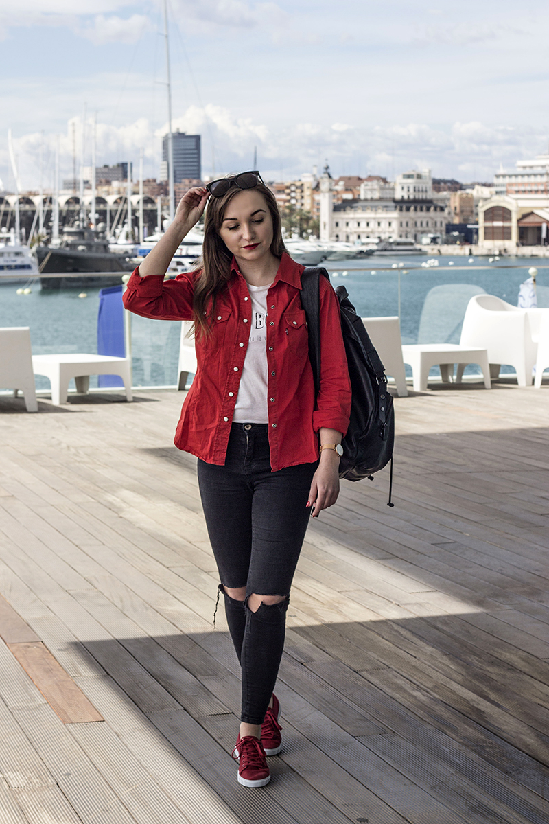 RED LEVI'S SHIRT & LACOSTE SNEAKERS – VALENCIA