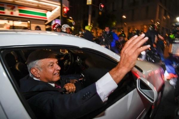 López Obrador arrasa en las elecciones de México