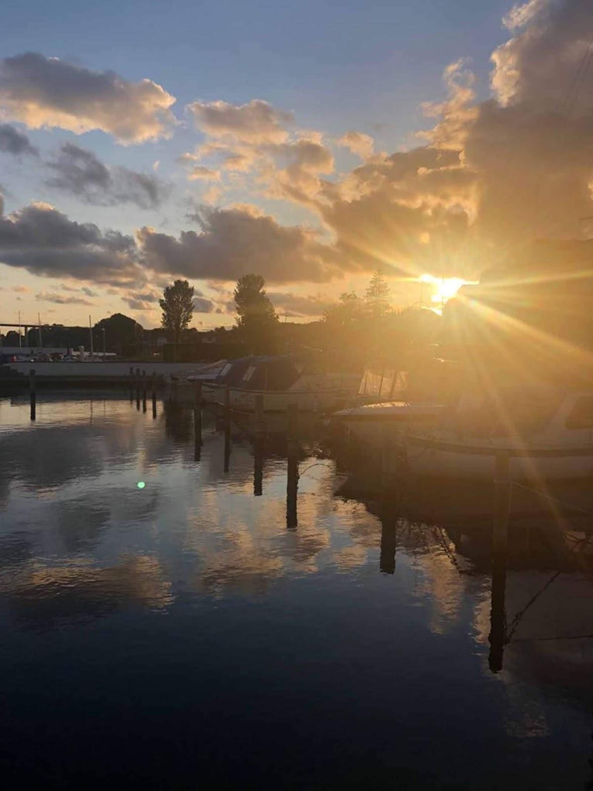 Svendborg ranta satama auringonlasku