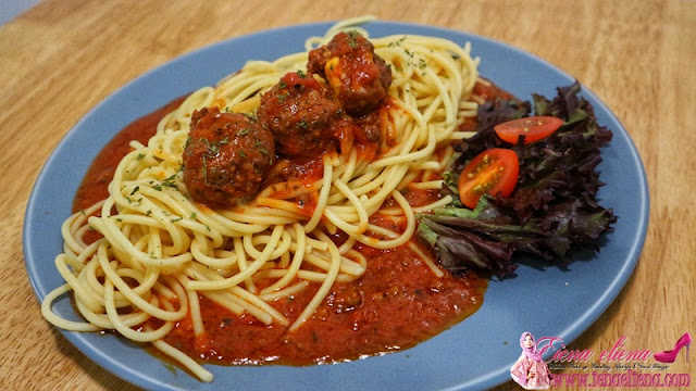 Bolognese With Homemade Meatball