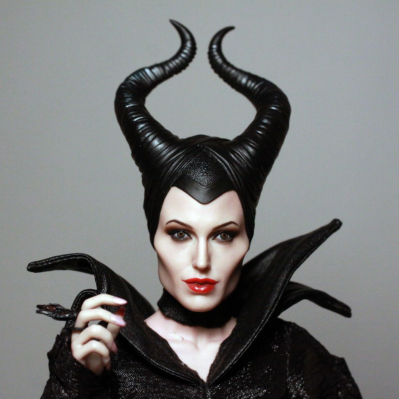 Home: Hot Toys Disney's Maleficent - MALEFICENT