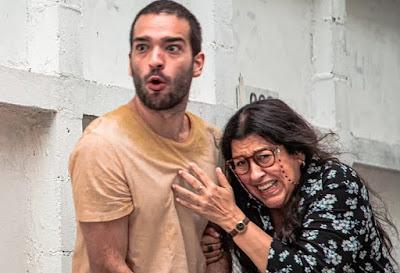 Sandro e Lurdes em cena da novela Amor de Mãe (Foto: Reprodução)