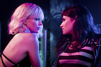 Charlize Theron and Sofia Boutella in Atomic Blonde (12)