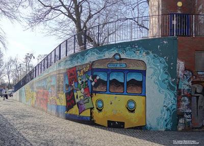 EN57 graffiti