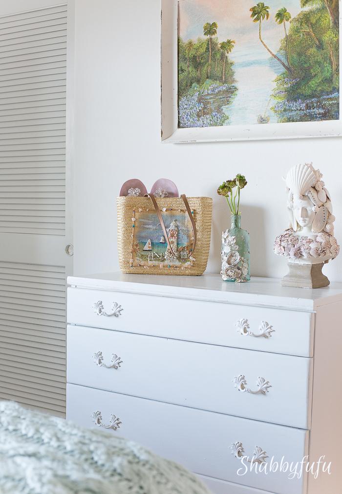 beach home guest bedroom