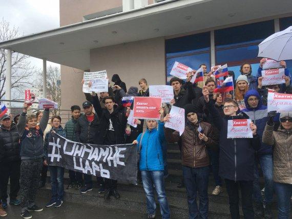 """У Росії розпочалася акція Навального """"Він нам не царь"""""""