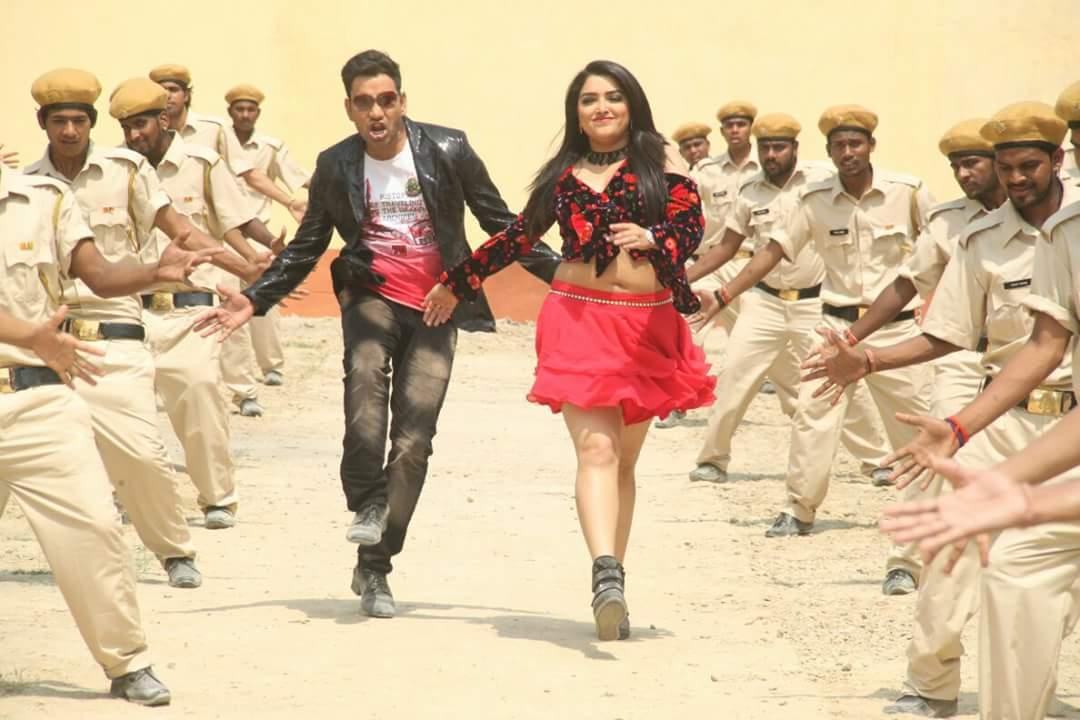 Amrapali Dubey and Dinesh Lal Yadav Nirahua Shooting stills of Bhojpuri Movie Sipahi
