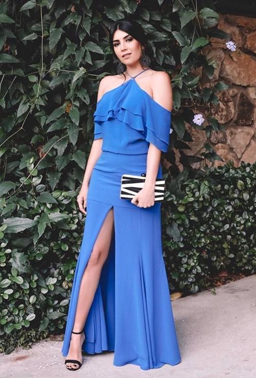 vestido de festa azul com fenda