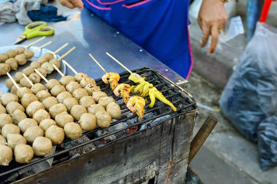 Kuchnia tajska, Garkuchnia, uliczne żarcie