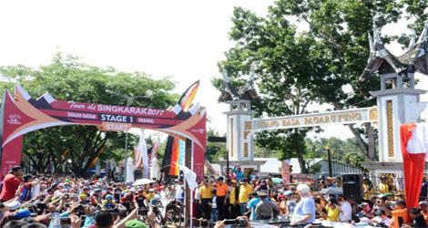 Istano Basa Pagaruyung Grand Start Tour De Singkarak 2017