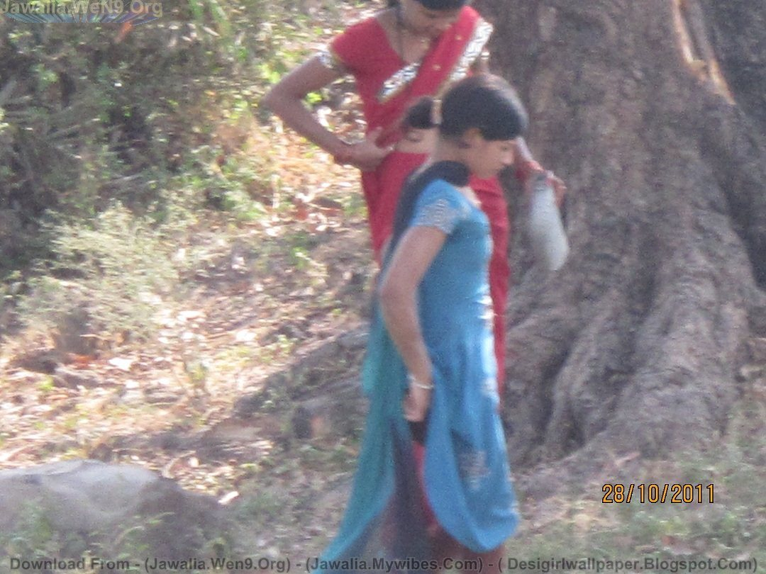 Outdoors peeing desi girl