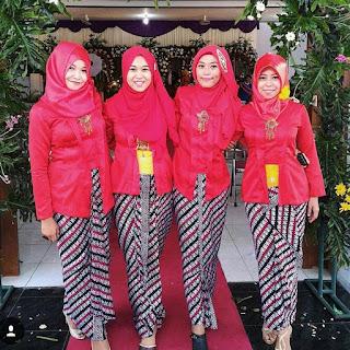 Foto Kebaya Warna Merah