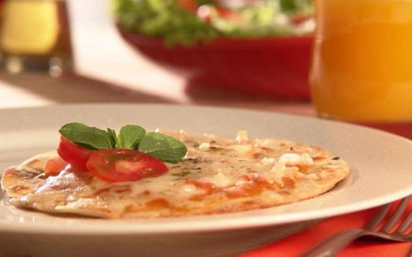 Receita de pizza de frigideira com massa caseira (Imagem: Reprodução/Cybercook)