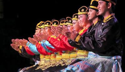 Properti Tari Saman : Busana, Gerakan dan Lagu Pengiring