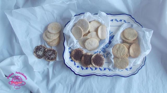 Galletas crujientes con coco, sésamo y chocolate