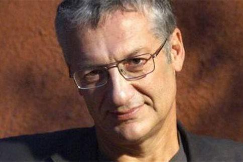 Ο σκηνοθέτης Βαγγέλης Θεοδωρόπουλος στη θέση του Φαμπρ, στο Φεστιβάλ Αθηνών
