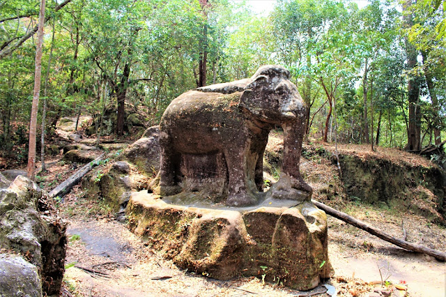 Elephant stone statue on Phnom Kulen mountain, Cambodia - travel blog