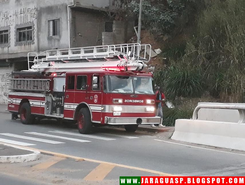 Profissionais do Posto de Bombeiros de Pirituba foram acionados para controlar incêndio próximo à rodovia dos Bandeirantes