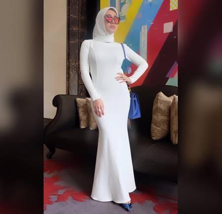Foto Seksi Bella Shofie Mengenakan Jilbab Lengkap Putih Polos