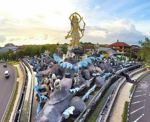 Patung Titi Banda Ikon Baru Kota Denpasar