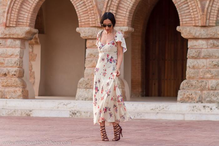 Influencer Bloguera de moda valenciana con ideas para vestir en ocasiones especiales femenina elegante moderna y estilosa