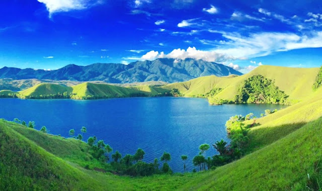 18. Danau Sentani - Papua