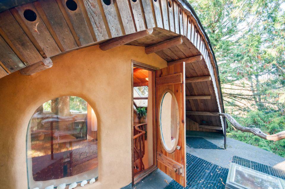 Moon To Moon Mayne Island Cob House