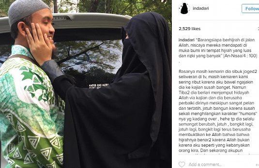 Diundang Raja Saudi, Pelukan Mesra Istri Teuku Wisnu Dan Caesar YKS Warnai Keberangkatan Keduanya