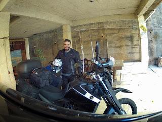 Motociclista aventureiro.