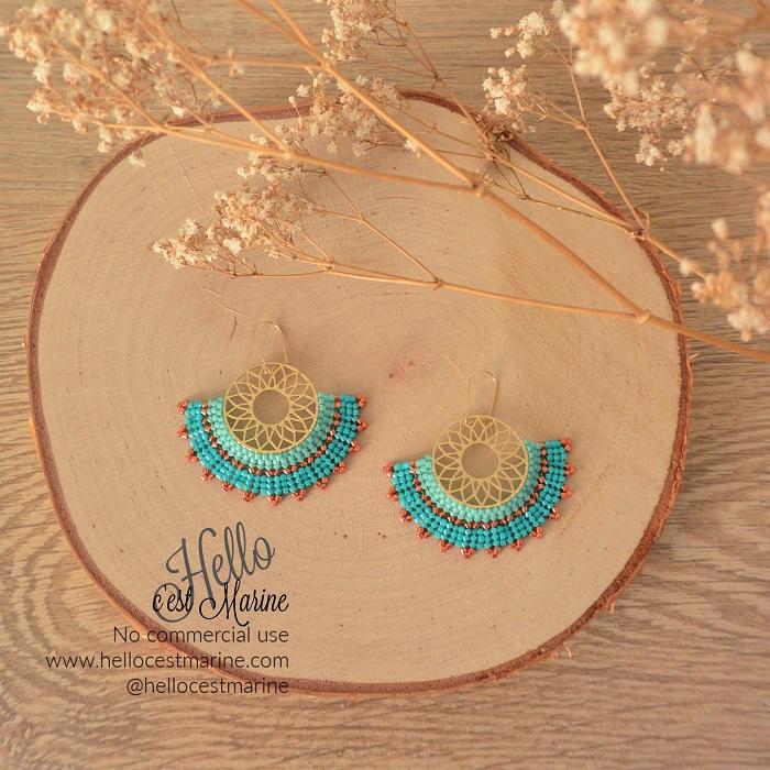 Boucles d'oreilles mandalas dorées rose et turquoise tissées en perles Miyuki delicas par Hello c'est Marine
