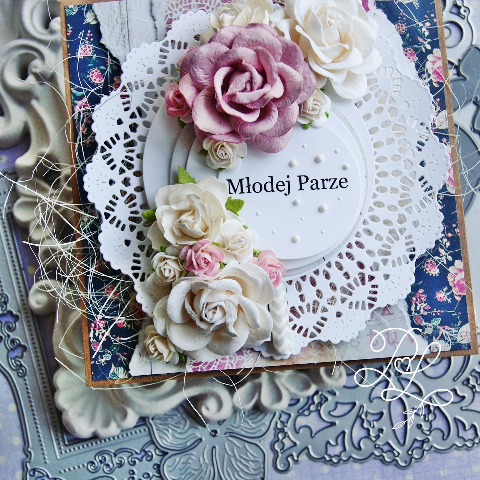 Warstwowa i ukwiecona kartka ślubna w Papierowe Love - sklepie papierniczym i pracowni rękodzieła w Siechnicach.