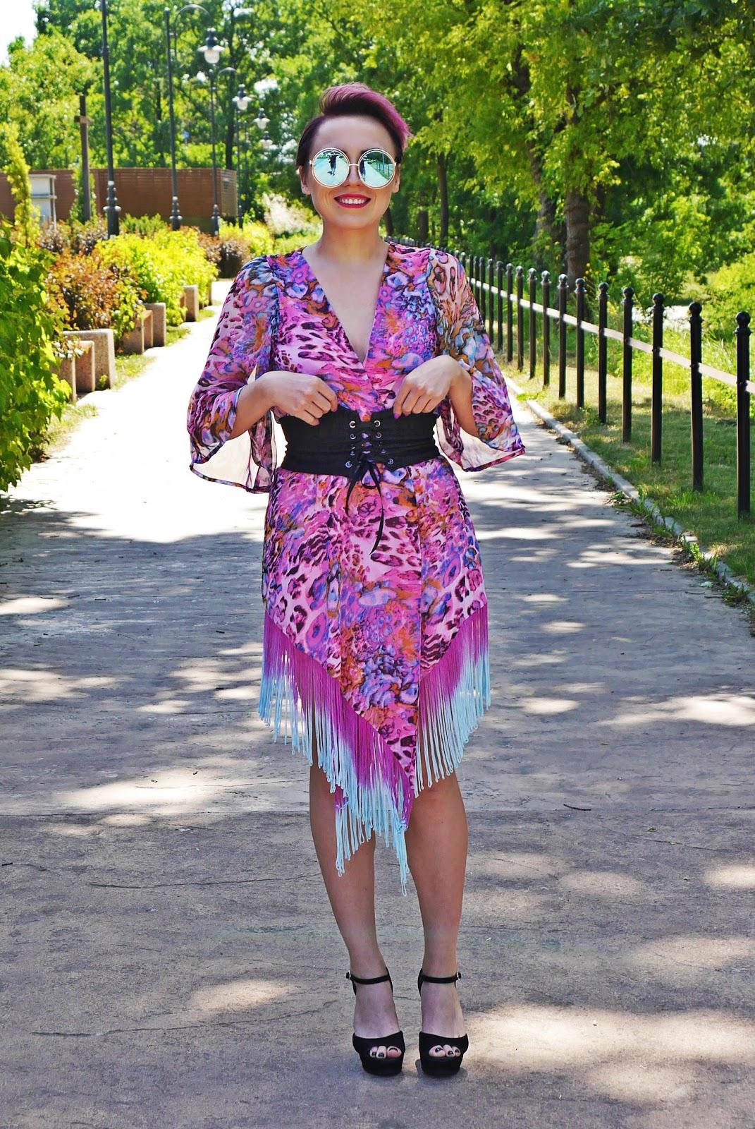 pink_kimonos_corset_belt_black_block_heels_karyn_blg_modowy_150617b