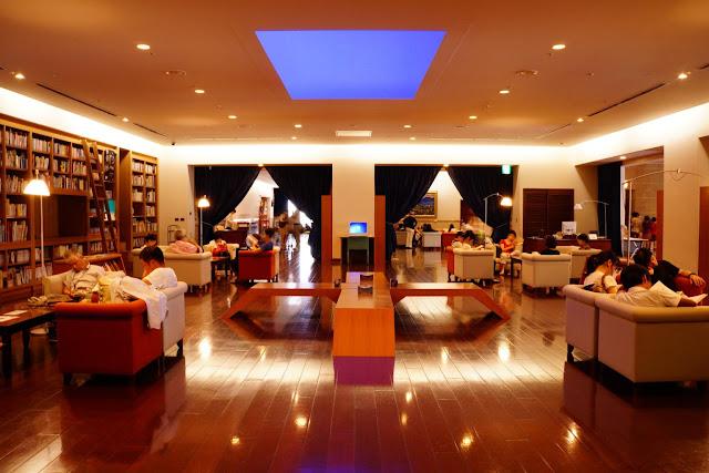 光の芸術、ジェームズ・タレル日本で見れるタレルの作品【a】 熊本市現代美術館のホームギャラリー