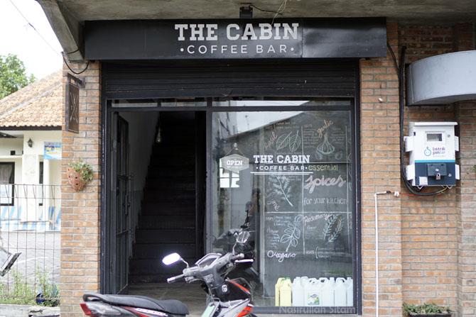 Pintu masuk kedai kopi