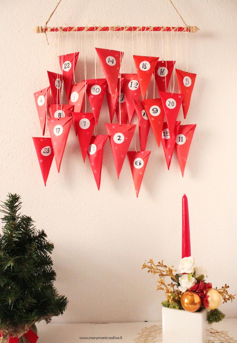 Calendario dell'avvento: coni di carta da appendere - DIY