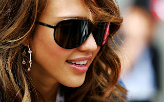 Jessica Alba in Sunglasses HD Wallpaper