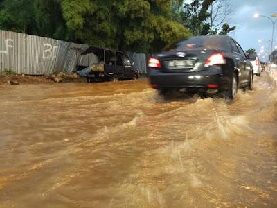 Warga Resah Jalan Pramuka Rajabasa Nunyai Jadi Langganan Banjir