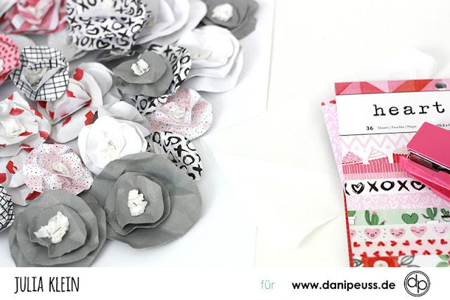 http://danipeuss.blogspot.com/2017/01/papierblumen-wanddeko-selber-machen.html