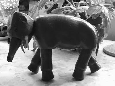 Hölzerner Elefant