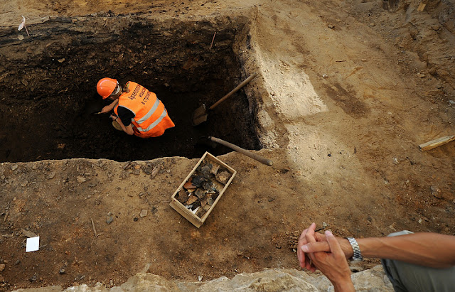 Ancient wooden coffin with teenager's skeleton discovered in Crimea