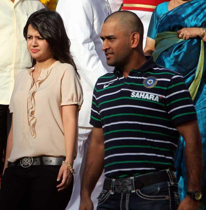 Mahendra Singh Dhoni Wife Sakshi Dhoni: ~ Love, Love Story ...