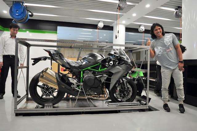 Hanya ada 1 unit di Indonesia, Kawasaki Ninja H2 Carbon 2018 ini dijual dengan harga 835 Juta Rupiah !