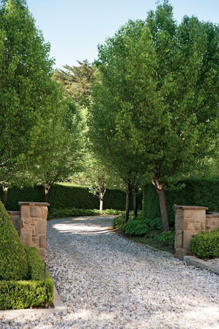 Entrance with gravel and big trees