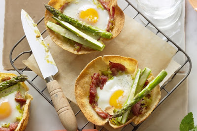 Egg, ham and asparagus tarts Recipe